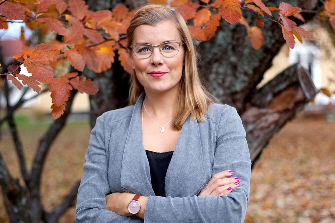 Sara Damber, Som en av Sveriges mest framstående och resultatinriktade sociala entreprenörer har Sara Damber arbetat 20 år för barnets rättigheter – först som grundare till Friends, därefter på Regeringskansliet, Arbetsförmedlingen, inom näringslivet där hon grundade Reach for Change tillsammans med Kinnevik – och nu senast som ledare för en utbildningsförvaltning i en av Sveriges 290 kommuner. Nu har hon startat upp Youth 2020.