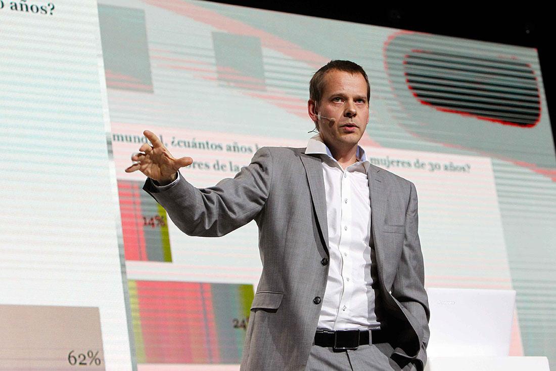 Ola Rosling, Grundare av organisationen Gapminder och en av författarna till boken Factfulness, som tillsammans med den erkände och framlidne Hans Rosling tagit sig an utmaningen – att ändra hela världens sätt att tänka. Gapminder jobbar för en faktabaserad världsbild och Ola Rosling har skapat flera av de presentationer som han och hans far rönt stora internationella framgångar med kring frågan: Ser världen ut som vi tror att den gör?